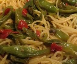 Spaghetti con friggitelli capperi e peperoncino